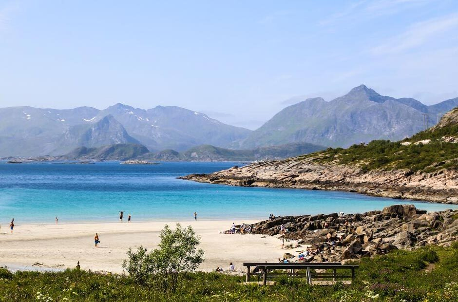 White sand beach, mountains and turquoise water in Lofoten